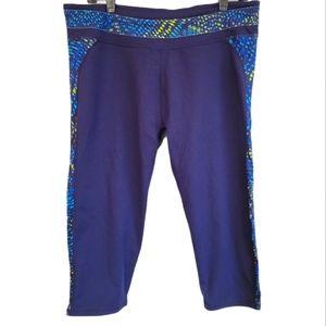 Fabletics Workout Capri Leggings Size XL